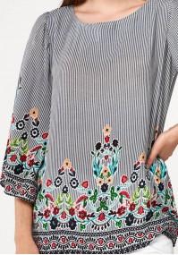 Zwiewna bluzka z kwiatami