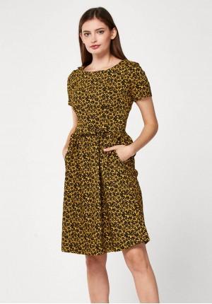 Rozkloszowana żółta sukienka