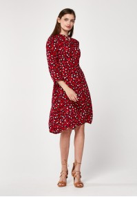 Czerwona sukienka w panterkę