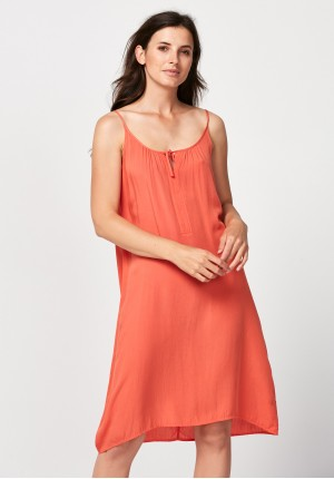 Plażowa pomarańczowa sukienka