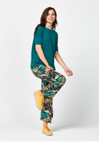 Comfortable pants with leaves