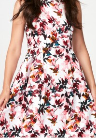 Sukienka w różowe liście