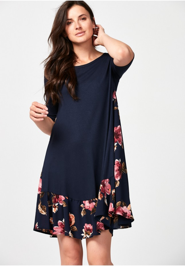 Loose dress with flowers
