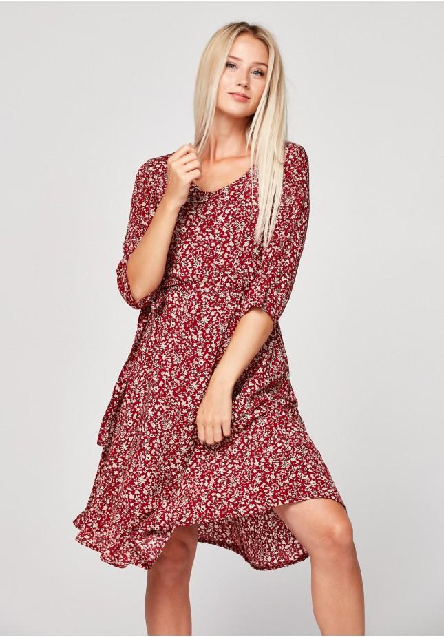 Czerwona wiązana sukienka