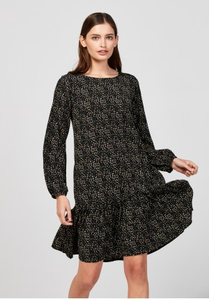 Trapezoidal dress with frill