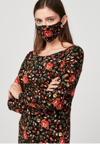 Mask with red roses