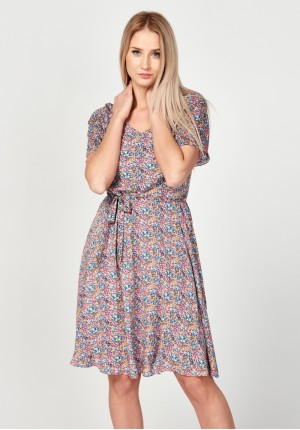 Wiązana różowa sukienka