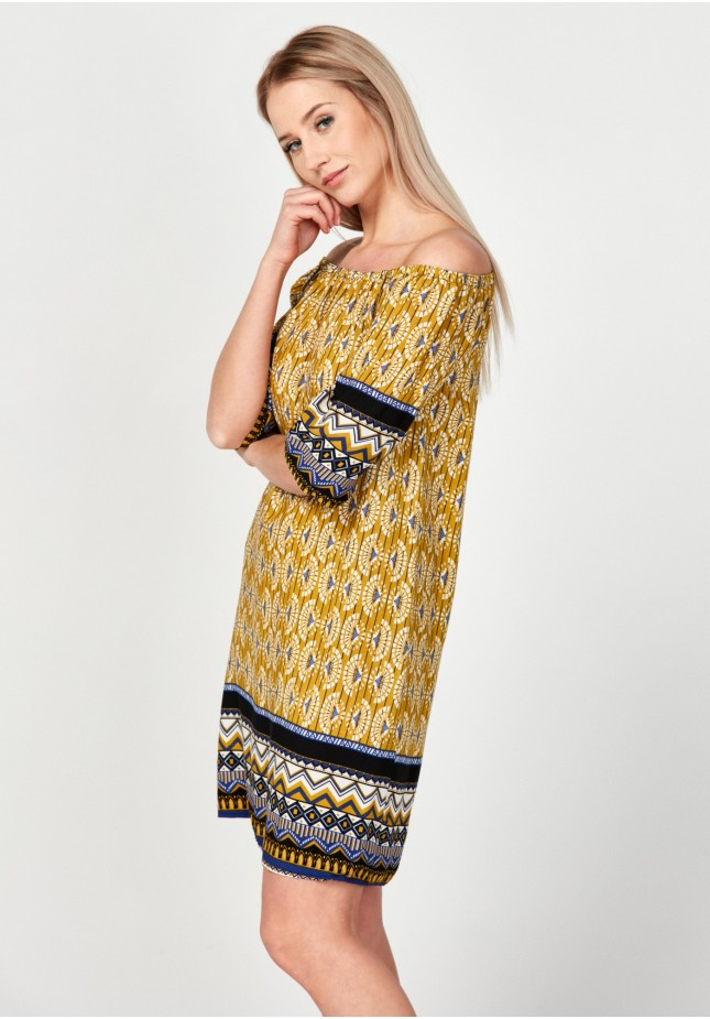 Yellow of the shoulders dress