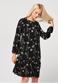 Loose dress with frill