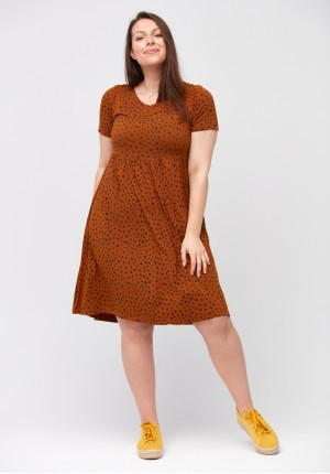 Tapered waist dress with dots