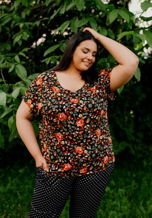 Blouse with roses