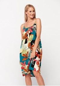 Summer dress with straps and pockets