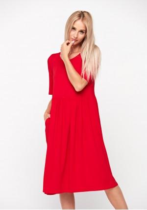 Odcinana czerwona sukienka