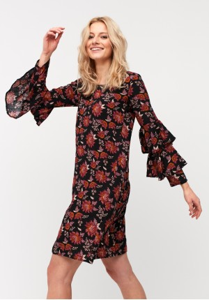 Dress with frills on the sleeves