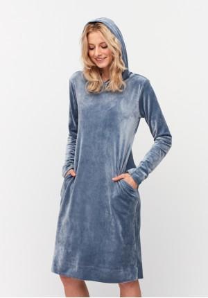 Niebieska sukienka z kapturem